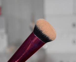 Pinceau Real Techniques pour appliquer mon Bronzer