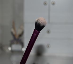 Pinceau Real Techniques pour appliquer mon highlighter